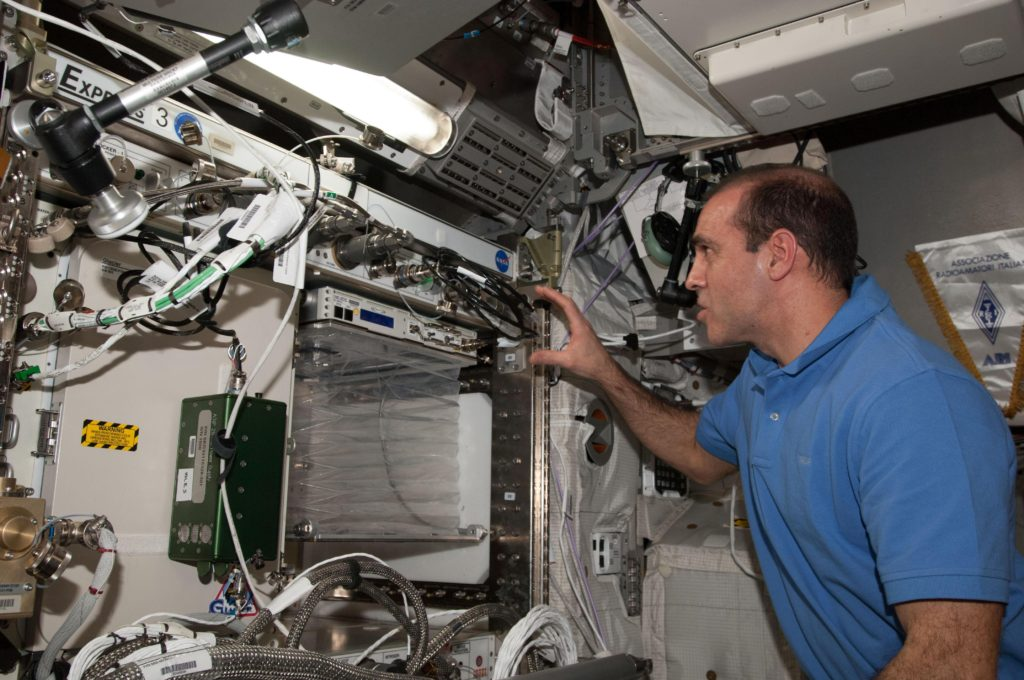 Machine used to grow food on the ISS